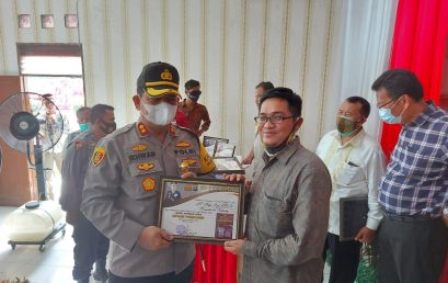 Dosen FKIP UMSU Terima Penghargaan dari Kapolres Batubara