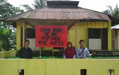 Mahasiwa FKIP UMSU Bangun Taman Bacaan